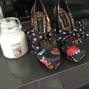 Size 6.5 Just Fab black satin floral heels